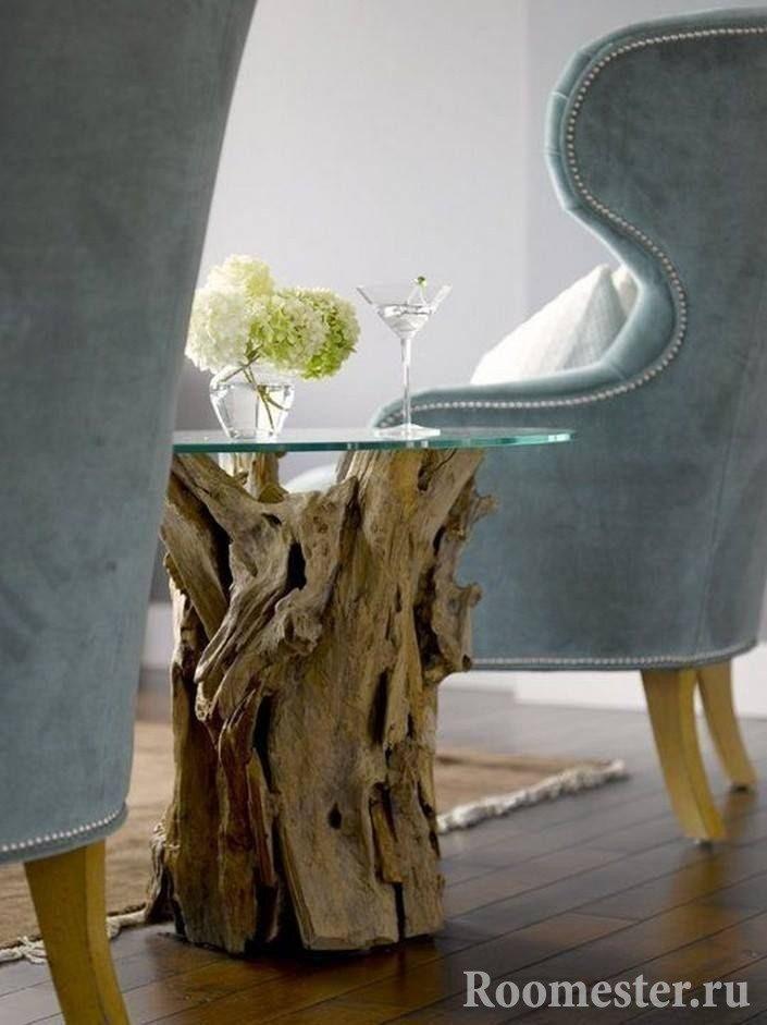 Salongbord laget av drivved og glass