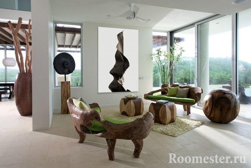 Stue med møbel av tre