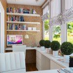 Skapinteriør med hvite møbler