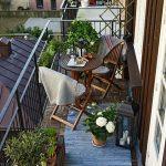 Bord og stoler på balkongen