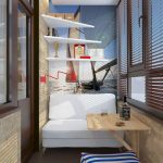 Hvite hyller og sofa på balkongen