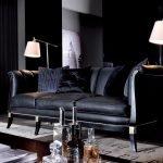 Canapea neagră mică