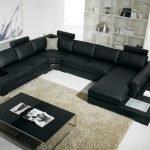 Canapea neagră mare