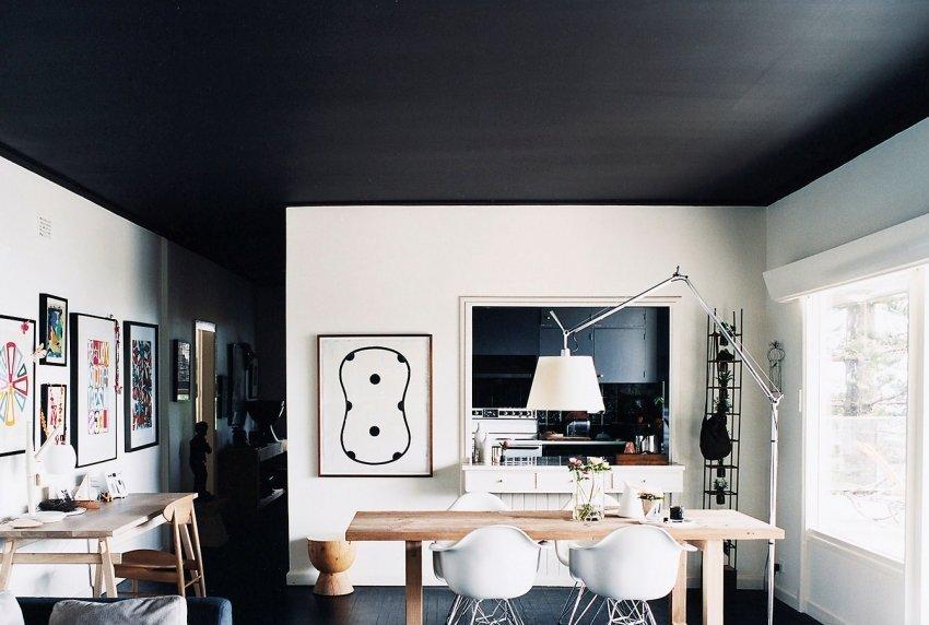 Kitchen in black and white decor