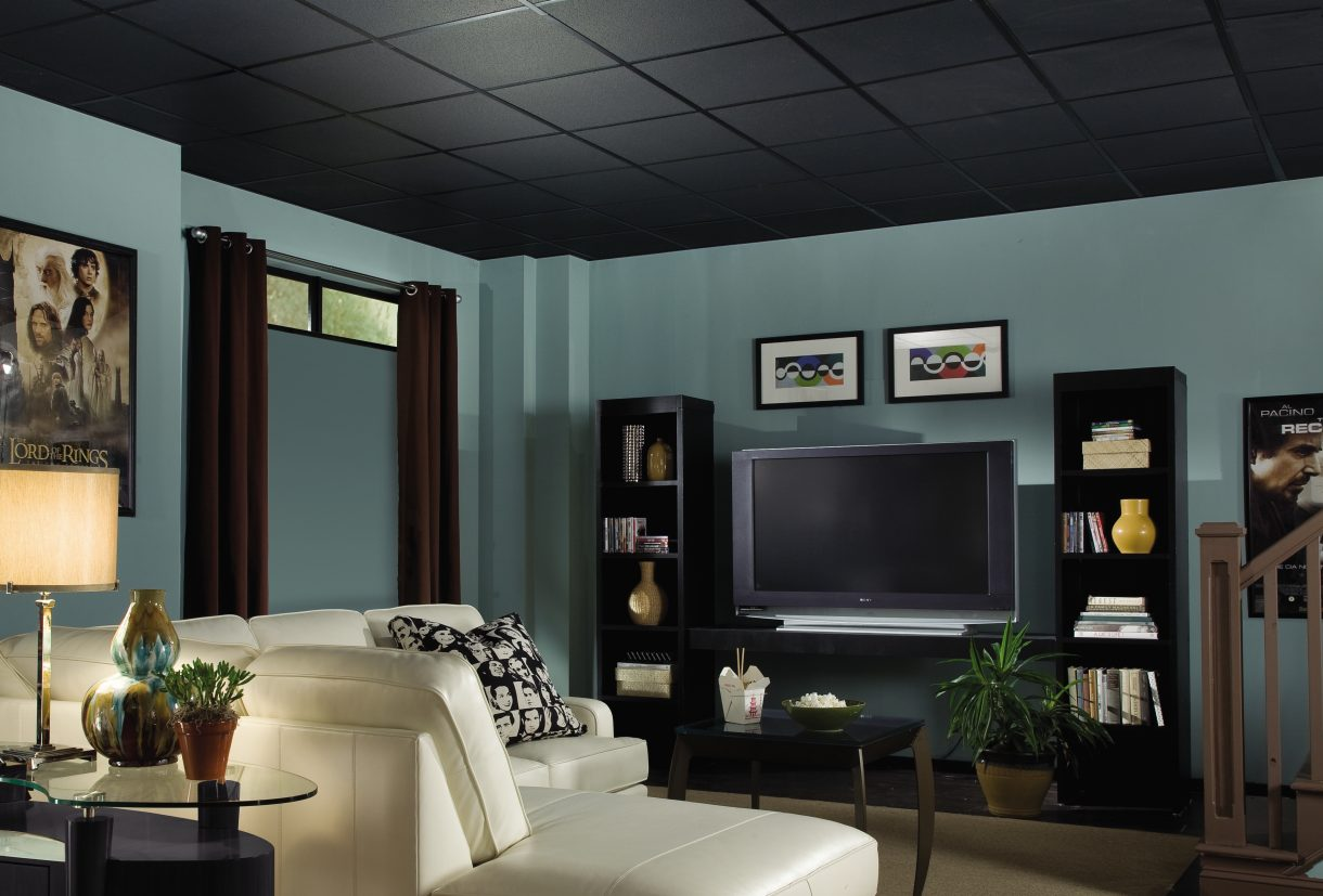 Black ceiling in the hall