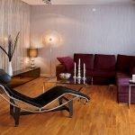 Lilac sofa i stuen