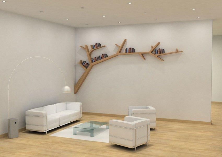 Hylle i form av en gren i stuen