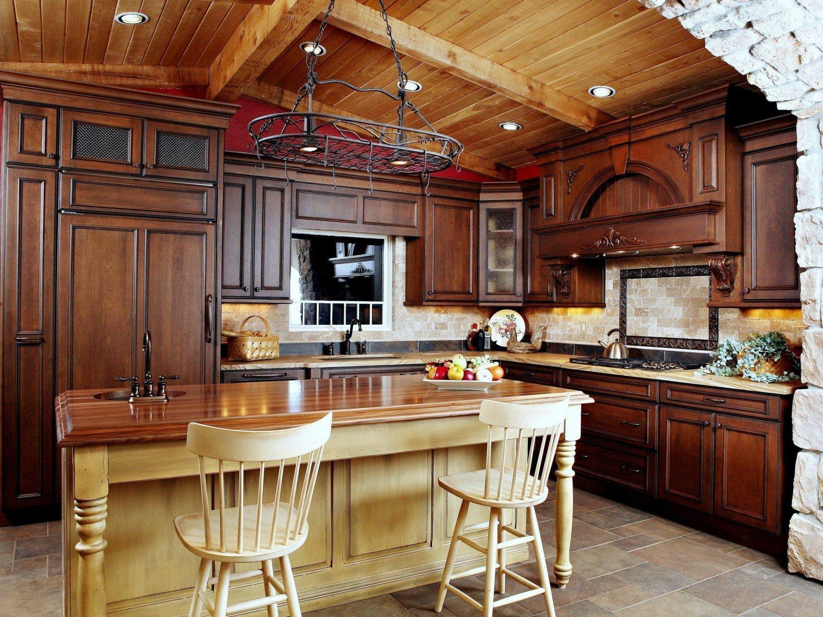 Treverk i det indre av kjøkkenet