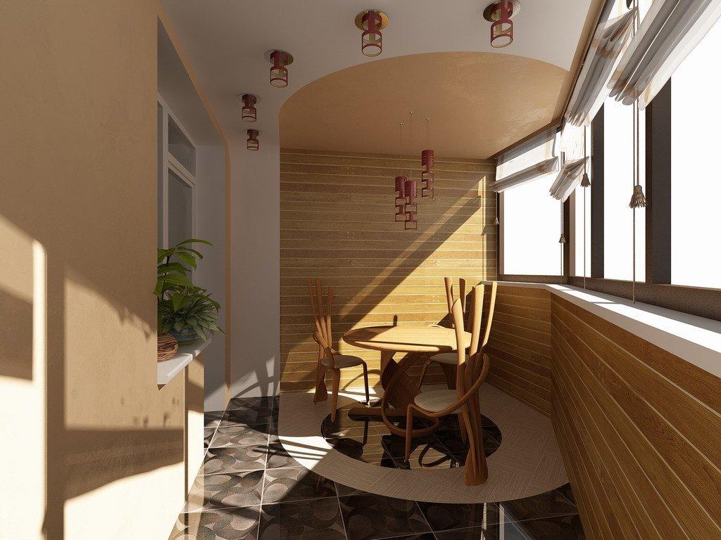 Tremøbler på en liten balkong