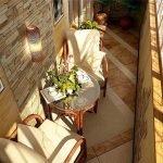 Keramiske fliser på gulvet på en liten balkong