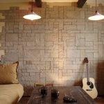 Guitare contre le mur