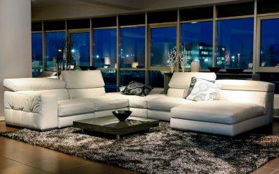 Canapé blanc à l'intérieur: modèles et exemples