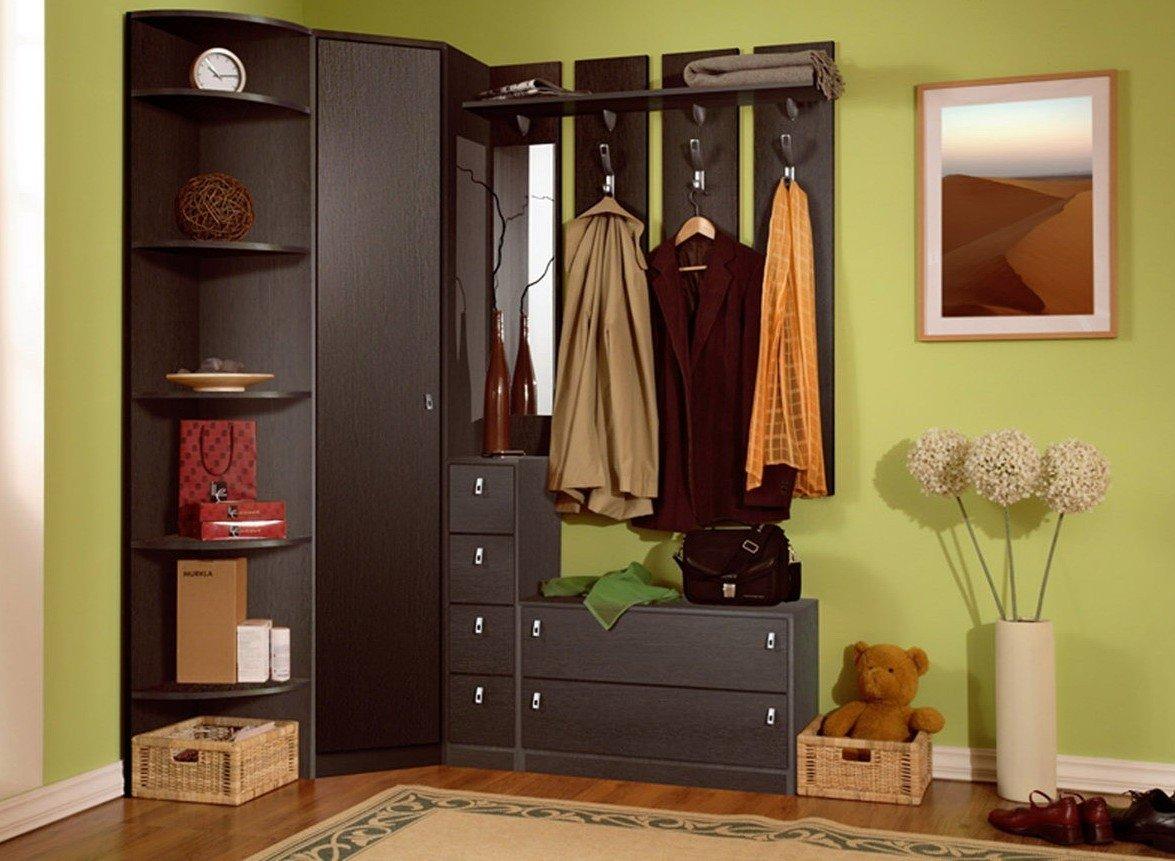 Petit couloir pour les vêtements d'extérieur à l'intérieur