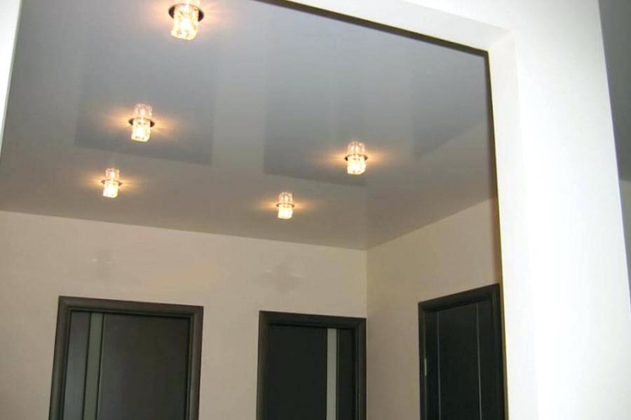 Petites ampoules au plafond