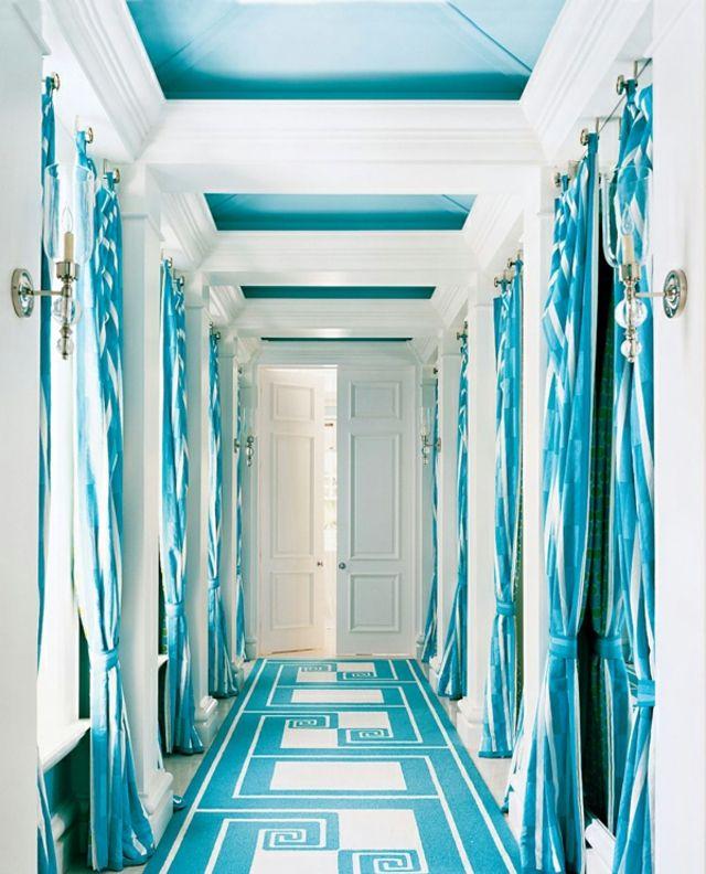 Incrustations turquoise au plafond