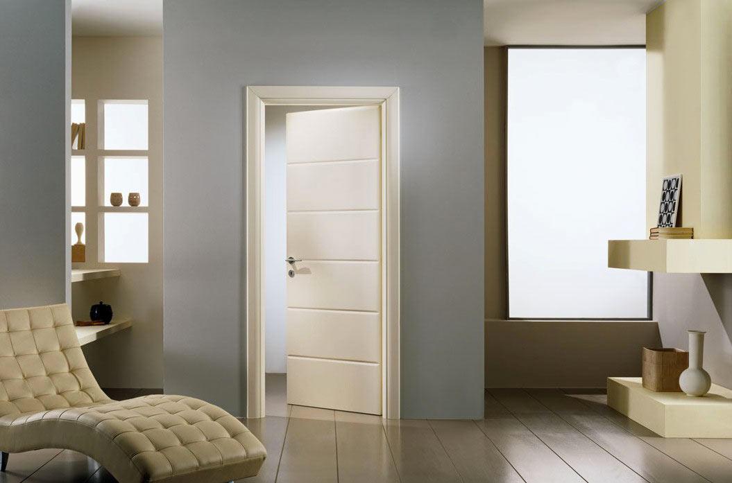 Cadre de porte étroit à l'intérieur
