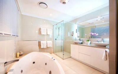 Comment choisir un plafond dans la salle de bain