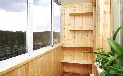 Etterbehandling av en balkong med et gjør-det-selv klappbord