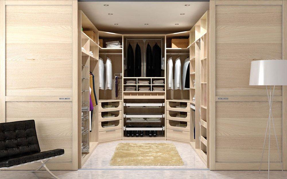 Dressing avec portes en bois