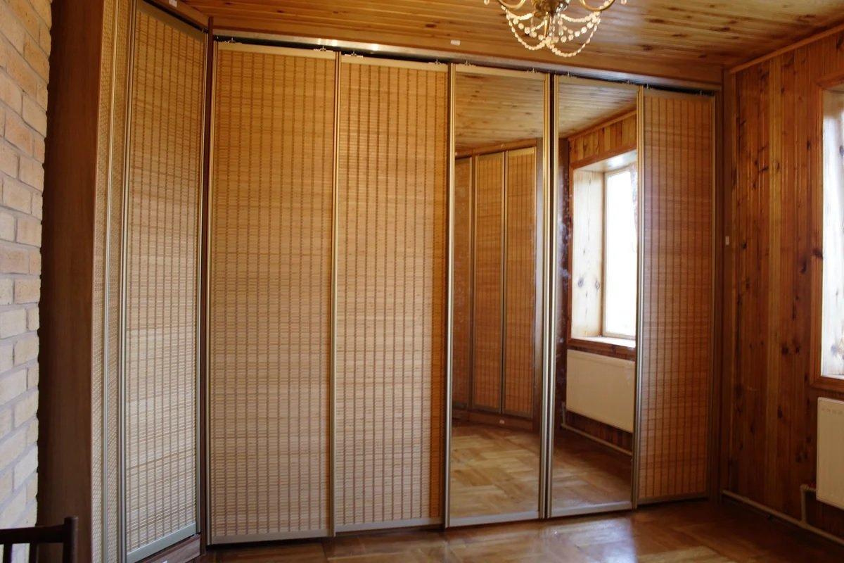 Armoire avec portes en bambou