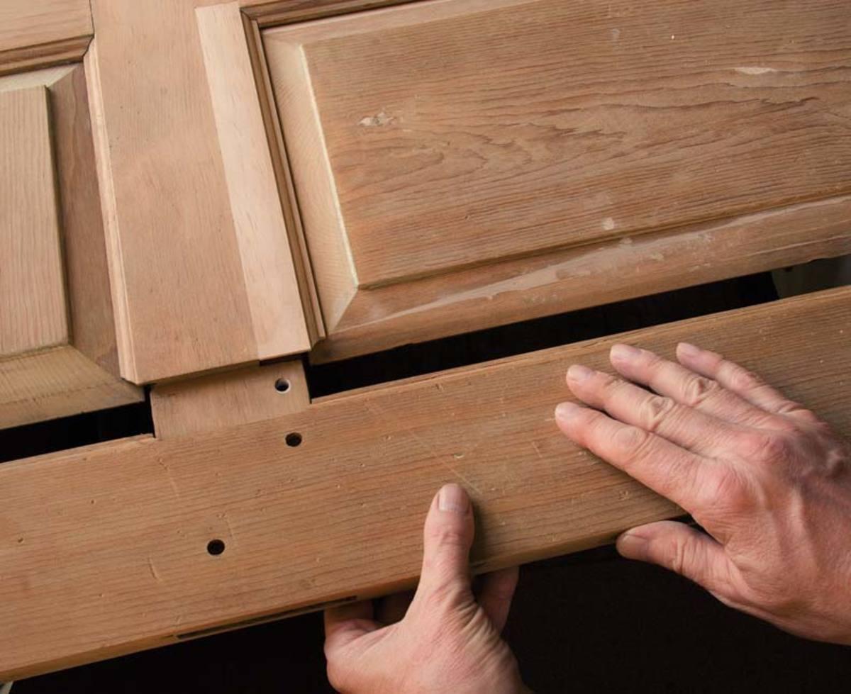 Production de portes à panneaux en bois