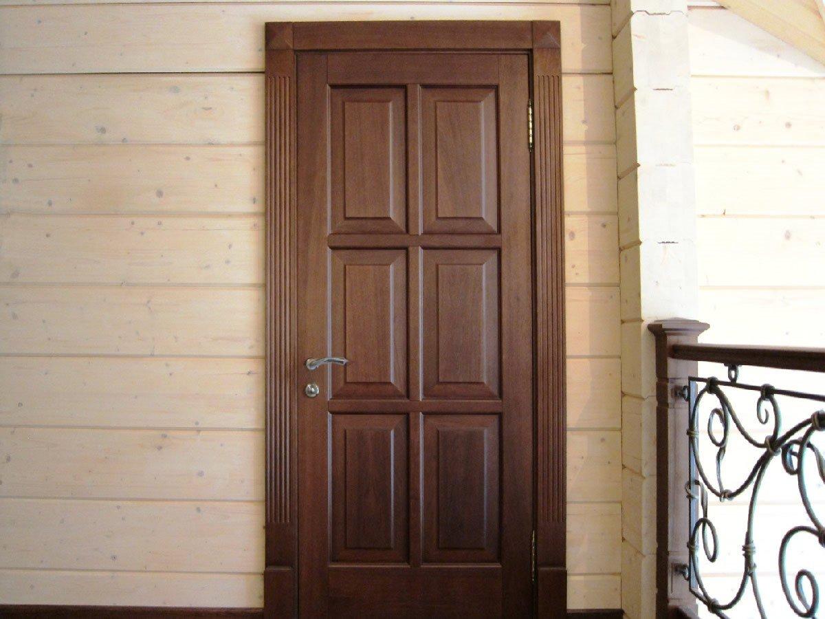 Portes à panneaux en bois