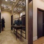 Mur de miroir de couloir