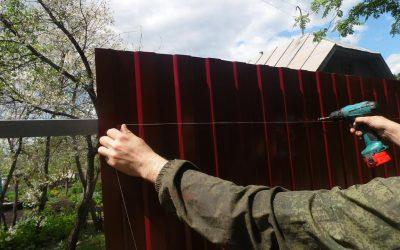Comment faire une clôture en carton ondulé: instructions étape par étape