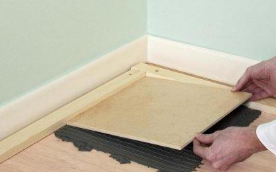 Les carreaux peuvent-ils être posés sur un plancher en bois