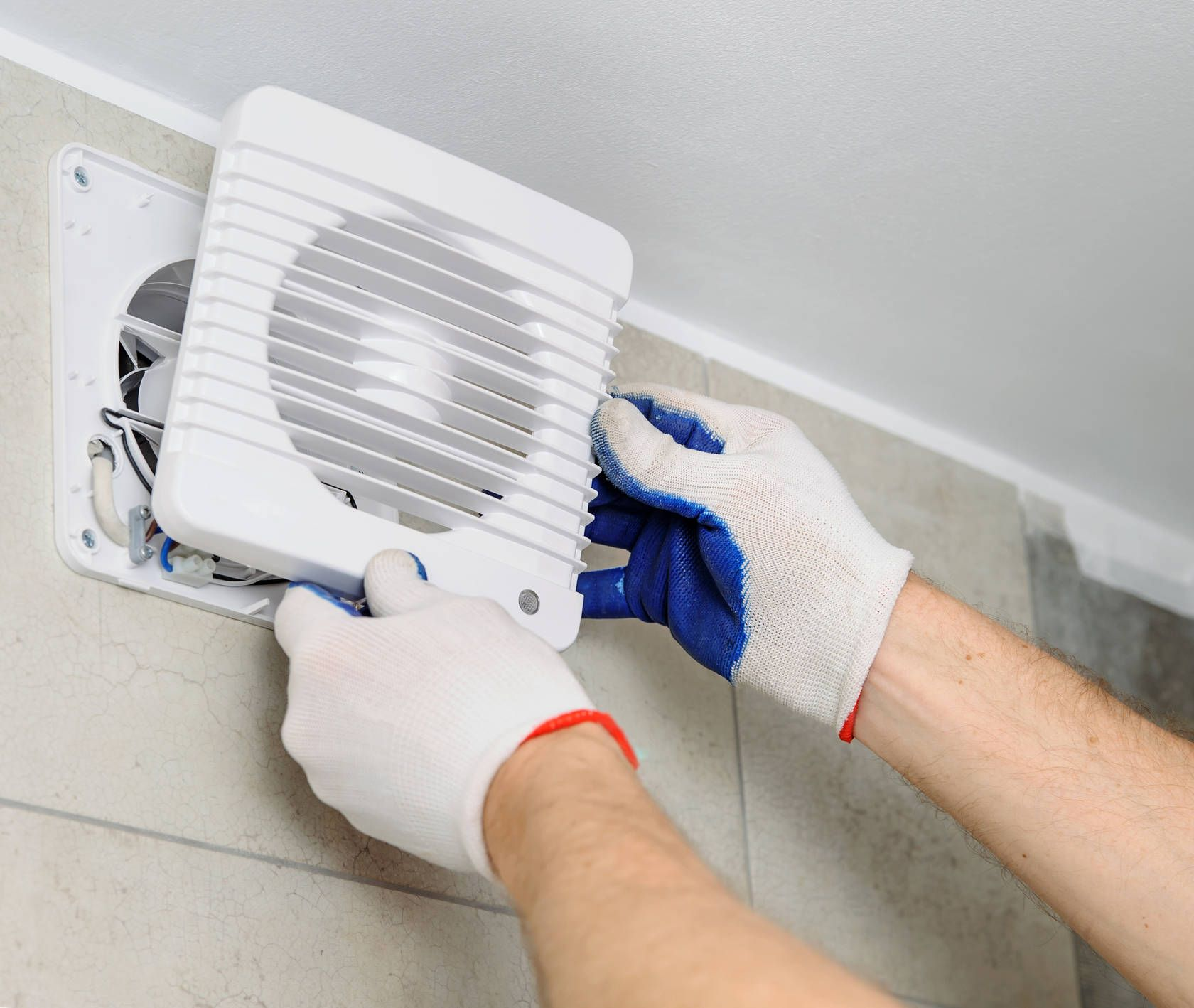 Installation de ventilation dans la salle de bain