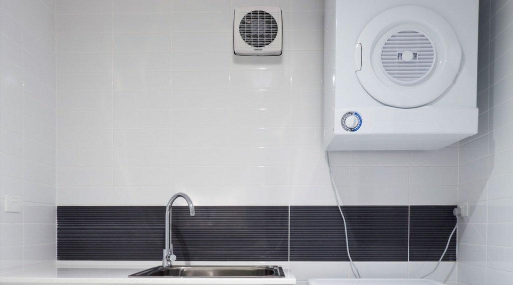 Ventilation forcée dans la salle de bain