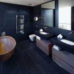 Salle de bain sombre