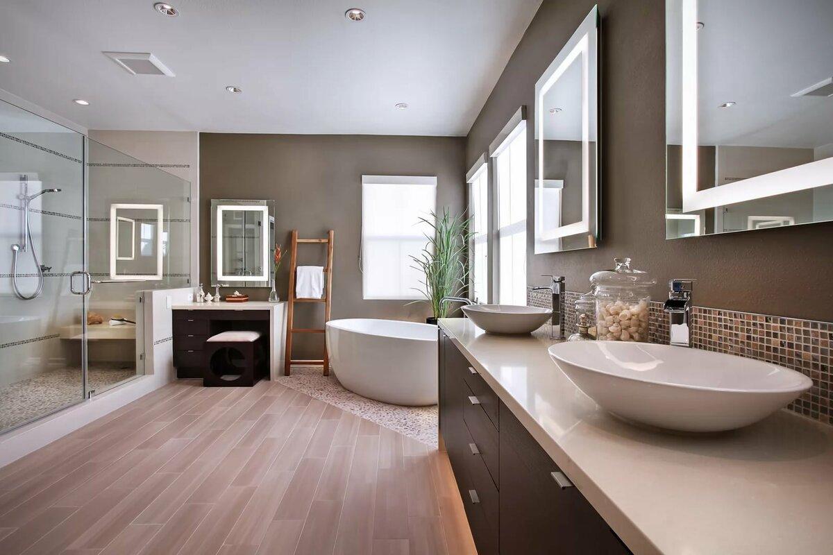 Grand intérieur de salle de bain