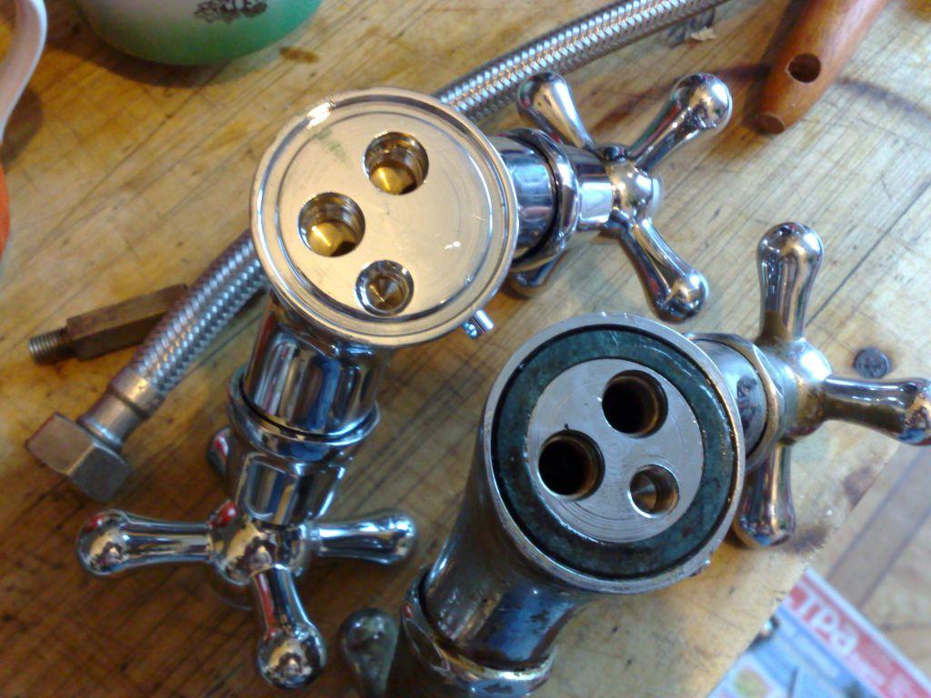Démontage d'un mélangeur à deux soupapes
