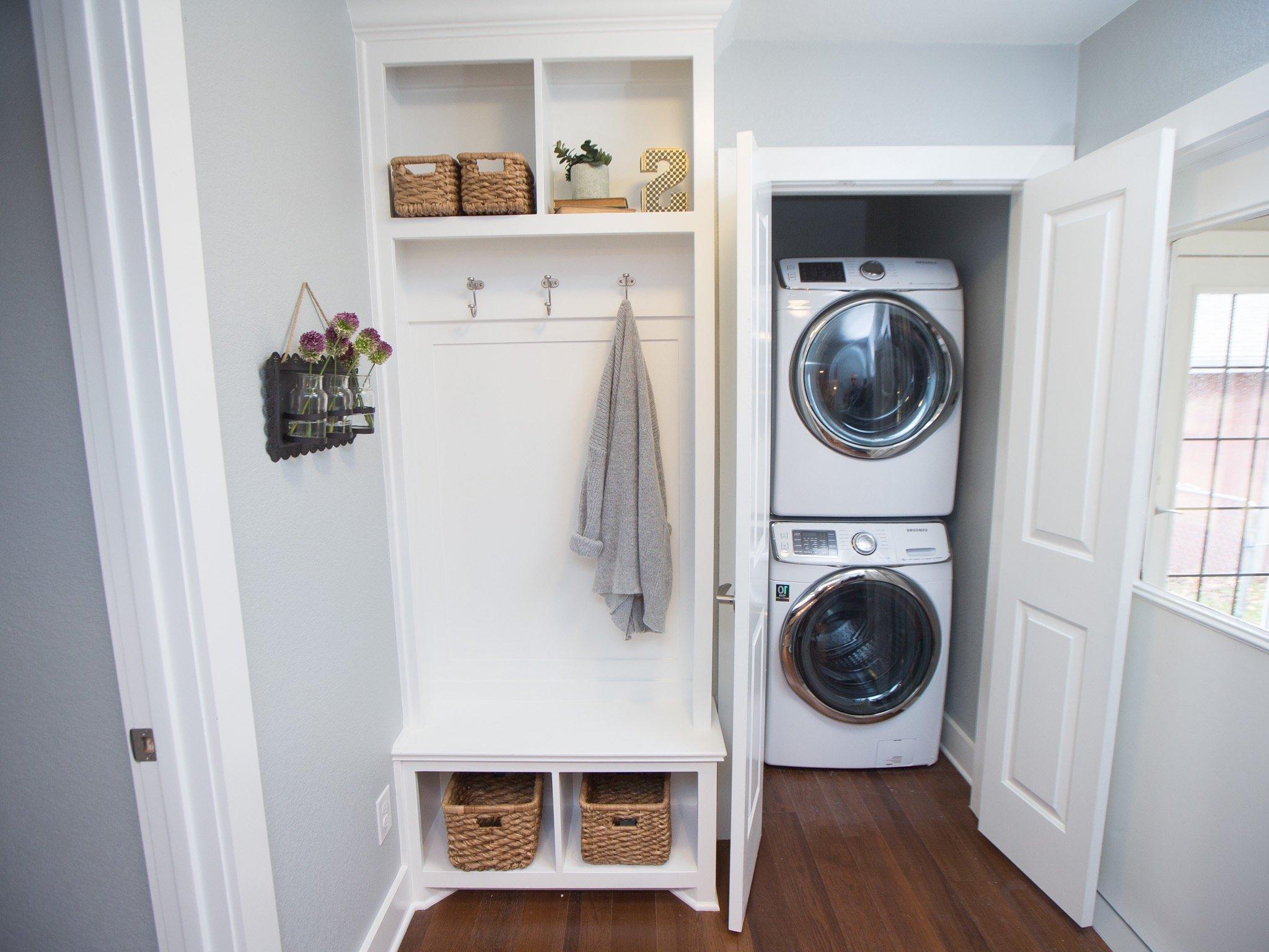 Machine à laver dans le couloir