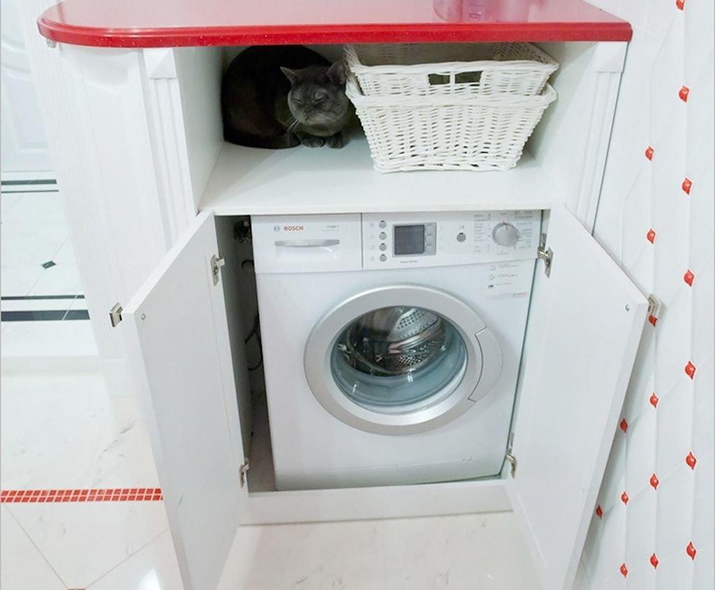 La machine à laver dans le placard