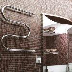 Mosaïque de carreaux dans la salle de bain