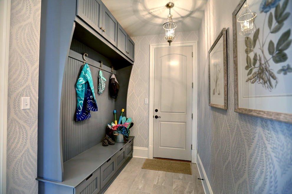 Système d'armoire dans un couloir étroit