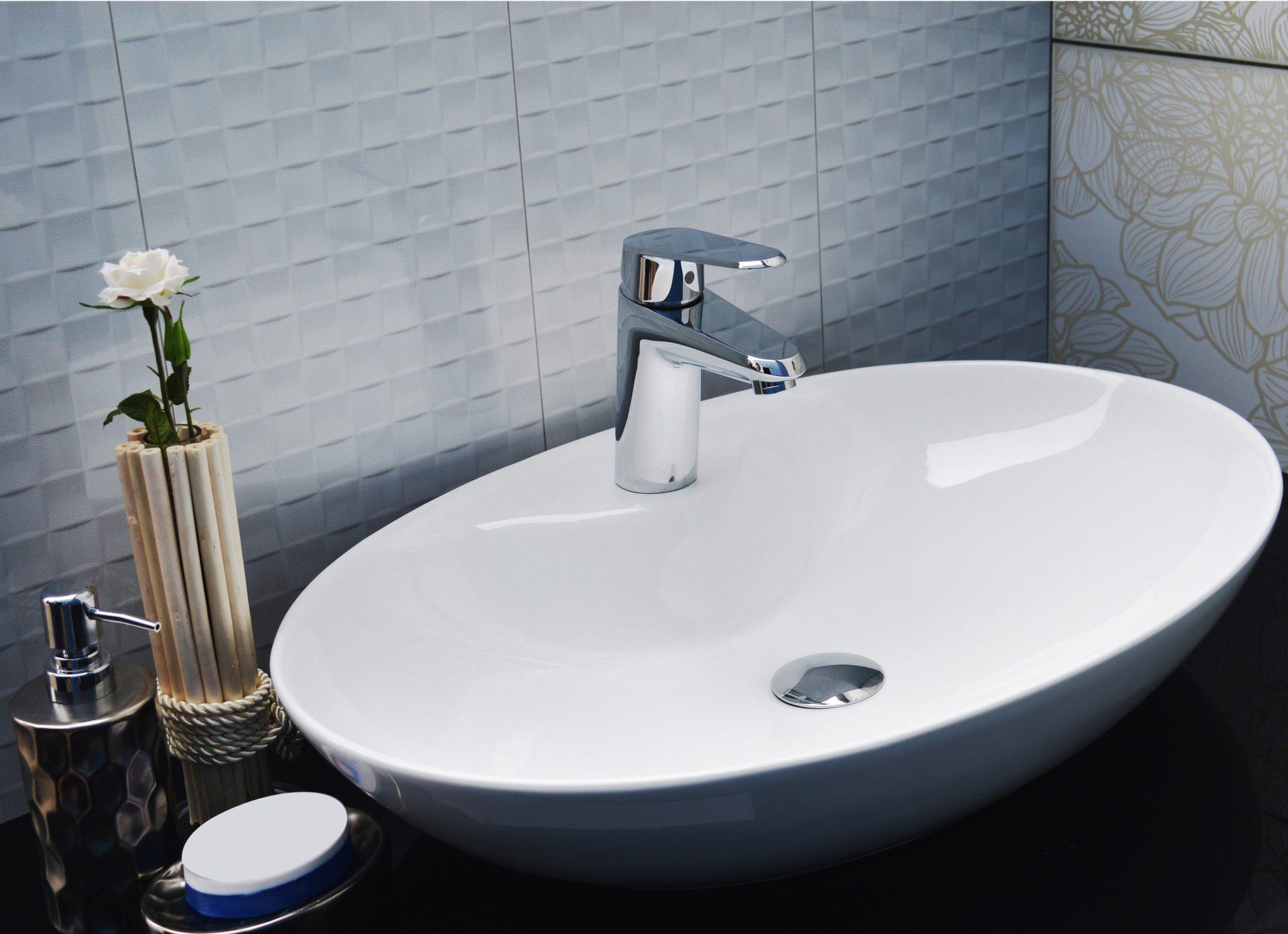 Vasque dans la salle de bain