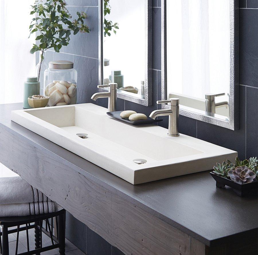 Lavabo bas dans la salle de bain