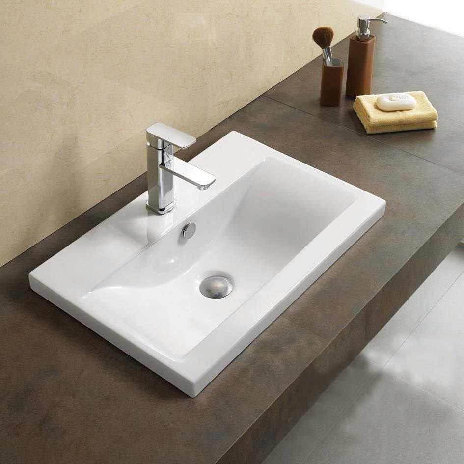 Lavabo profond dans la salle de bain