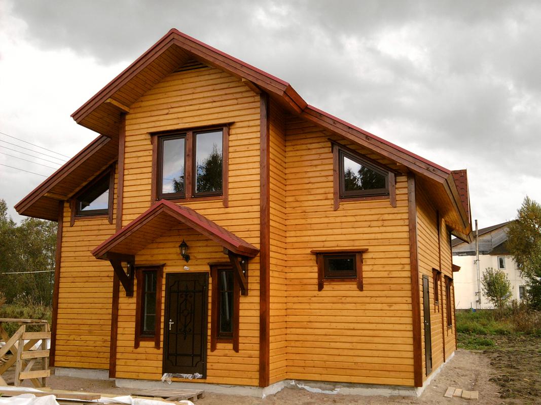 Etterbehandling av huset med imitert tømmer