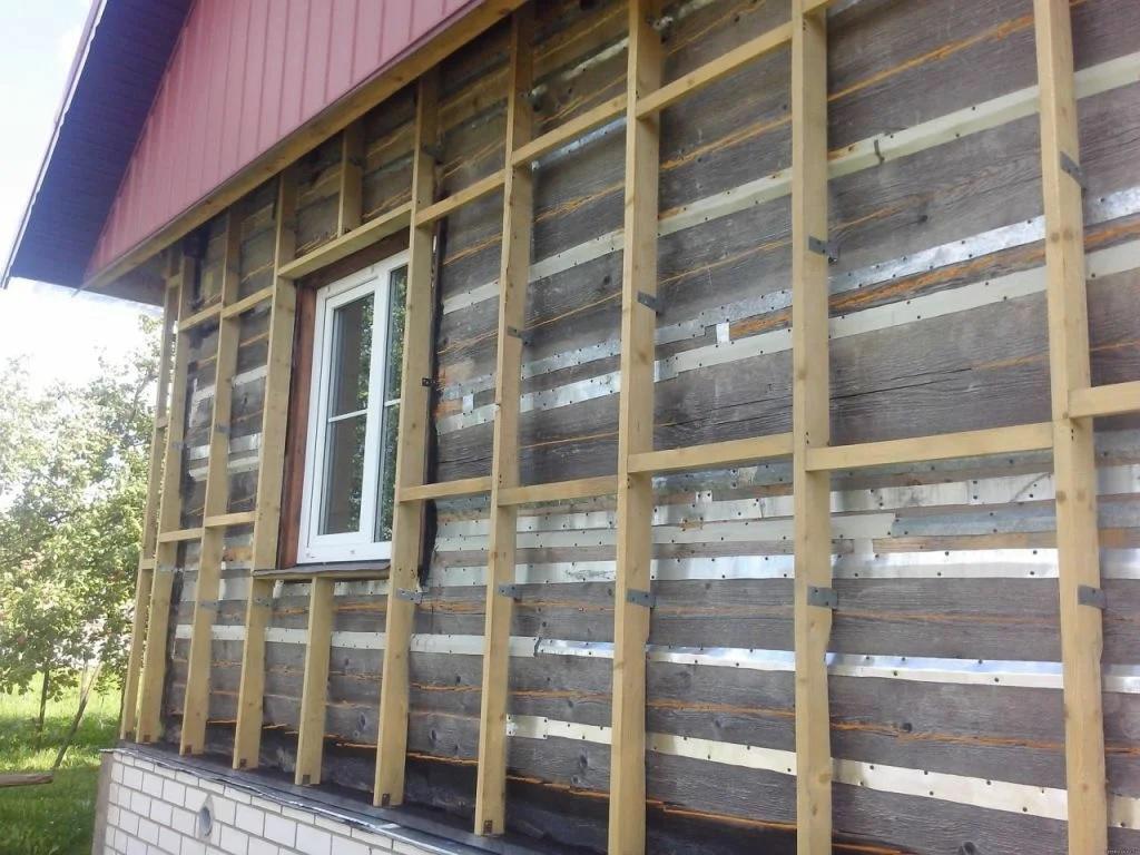 Lathing for etterligning av tømmer utenfor