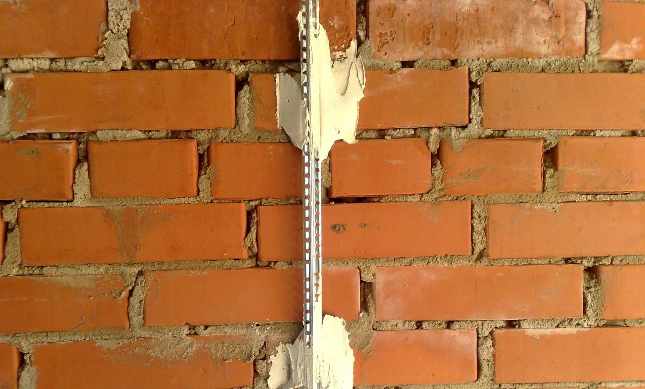 Placer des balises pour le plâtrage des murs
