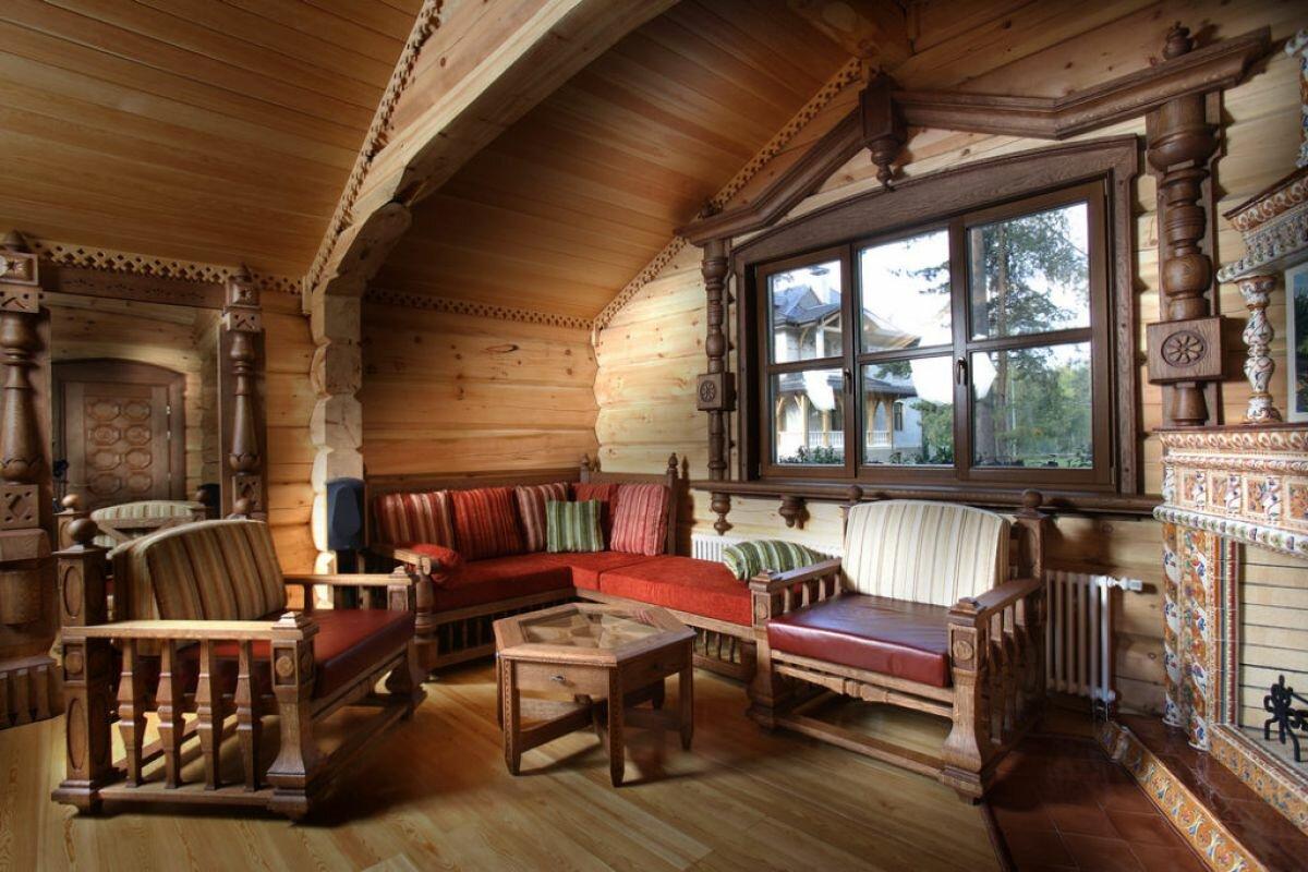 Stratifié au sol dans une maison en bois